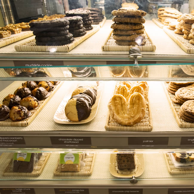 Photograph of an Au Bon Pain bakery display